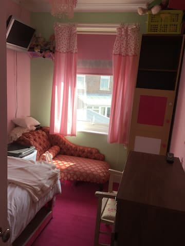 Cosy single room  nice quiet area local amenities - Portsmouth - Casa