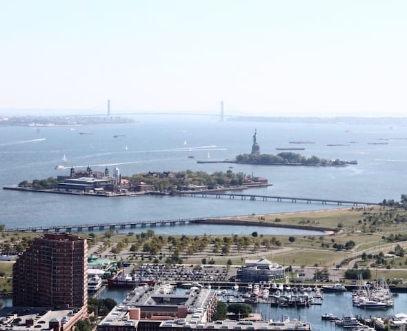 Statue of Liberty View Luxury Apartment - Jersey City - Byt