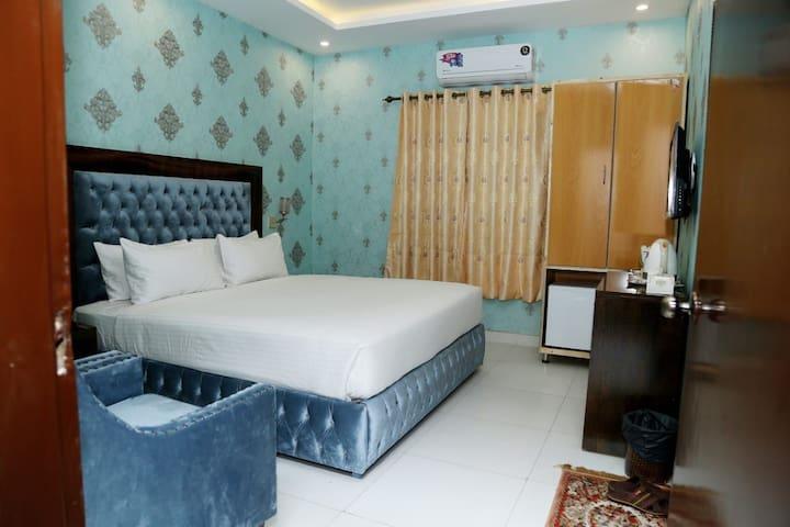 Wonderland Hotel Mall Road, Lahore