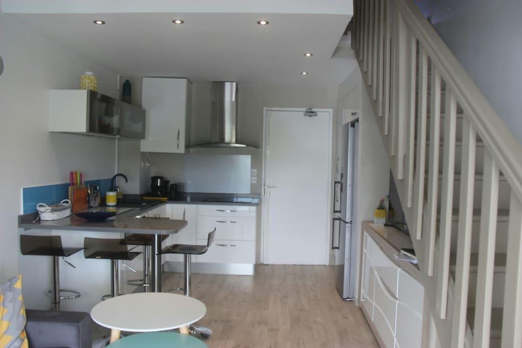 Une cuisine aménagée et fonctionnelle