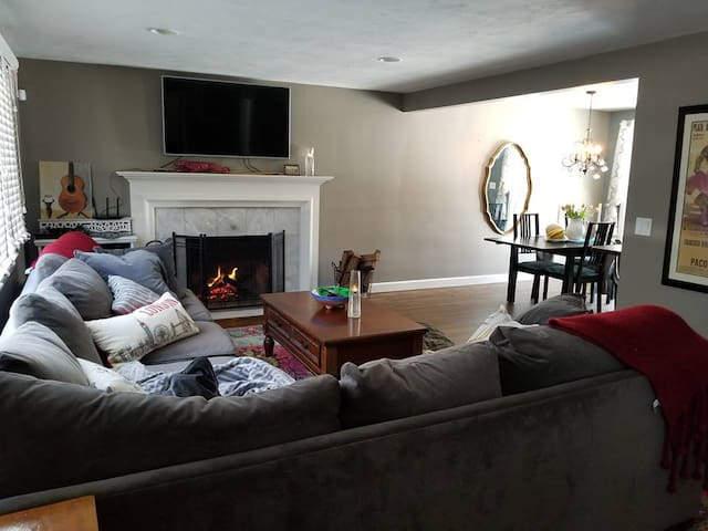 Furnished house 4 bedroom pets welcome near Boston