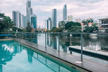 Waterfront ensuite queen room - Surfers Paradise - Huoneisto