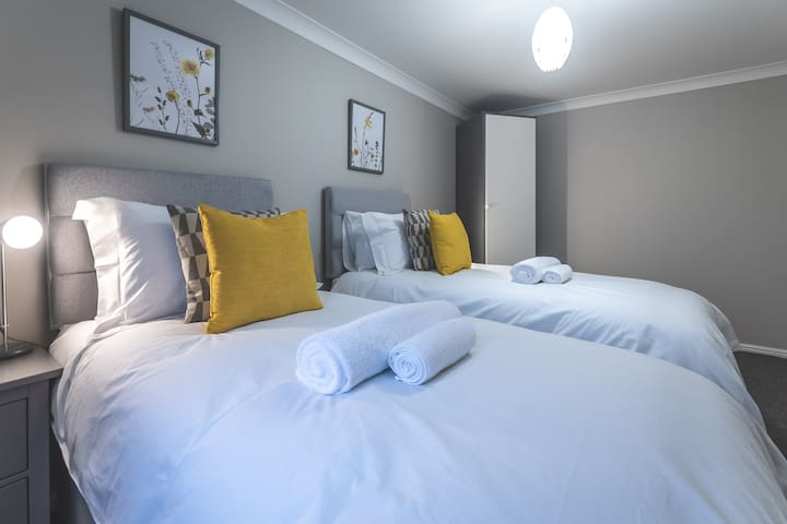 Modern Waterside Apartment in Southampton
