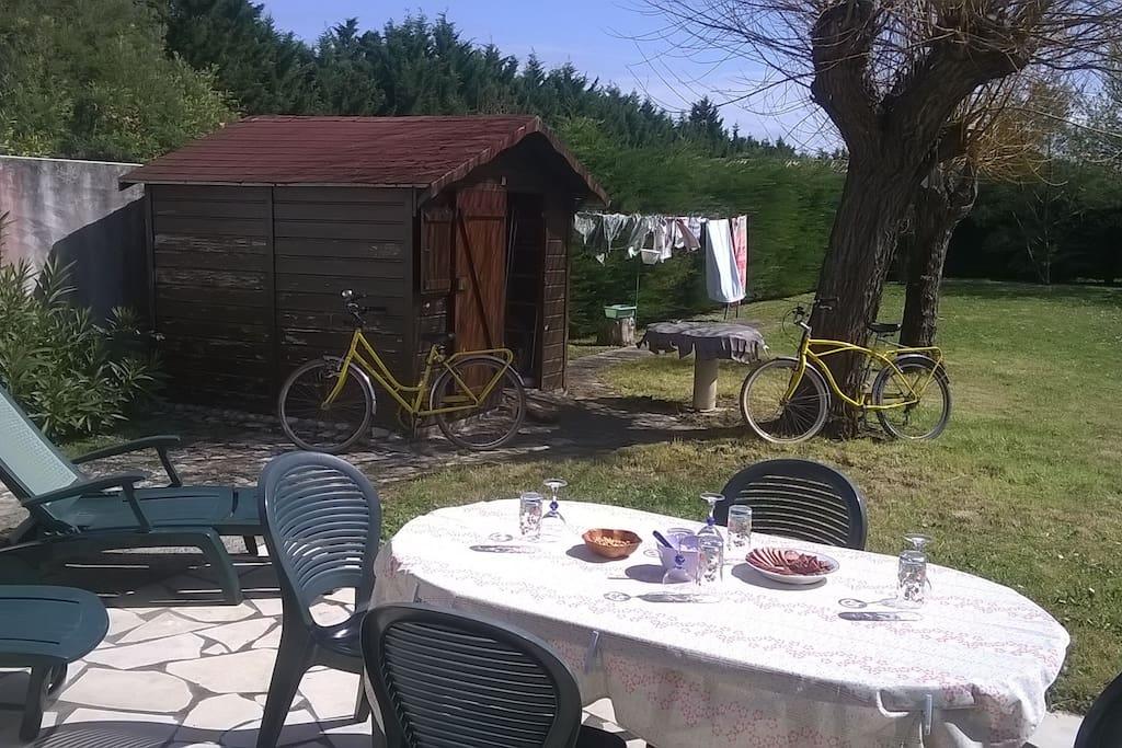 Grand jardin sans vis-à-vis et vélos mis à disposition