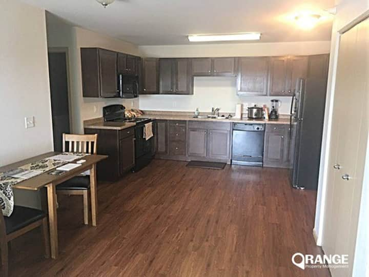 2 bd, 2 ba apartment with full kitchen! Sleeps 5!
