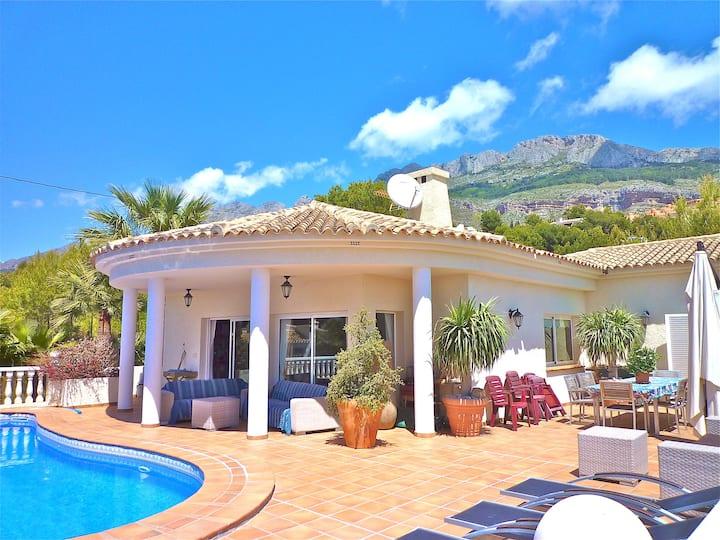 Ruime kamers met WIFI in Guesthouse Villa Altea