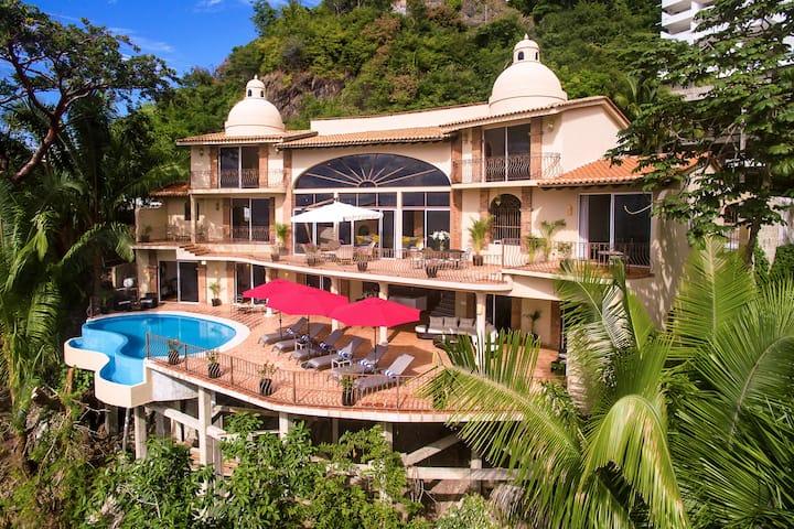 Gorgeous Villa, Views, Full Staff & Infinity Pool