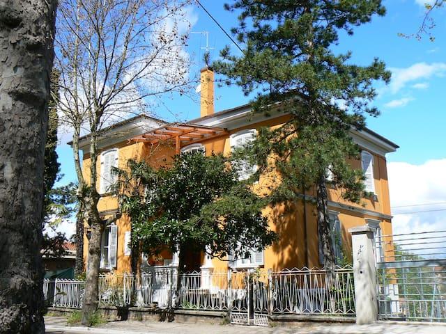 Mini Appartamento in Villa Liberty indipendente - Urbino - Apartamento