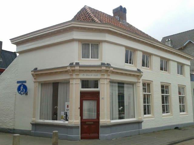 17de eeuwse pottenbakkerswoning. - Bergen op Zoom - House