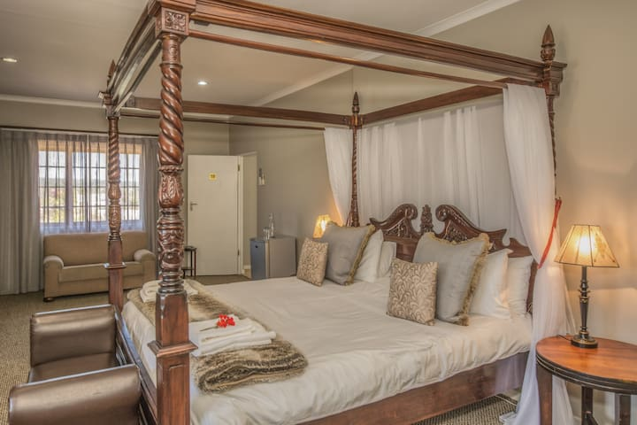 The Kraal Addo Country Estate Luxury Room B&B