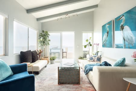 New Remodled Designer Ocean front beach house WOW!