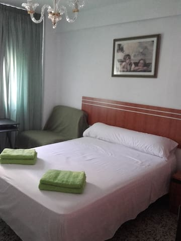 COMFORTABLE ROOM 3-5 MALAGA CAPITAL