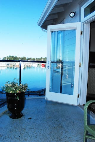 Luxury Waterfont Condo with a View in  Old Town