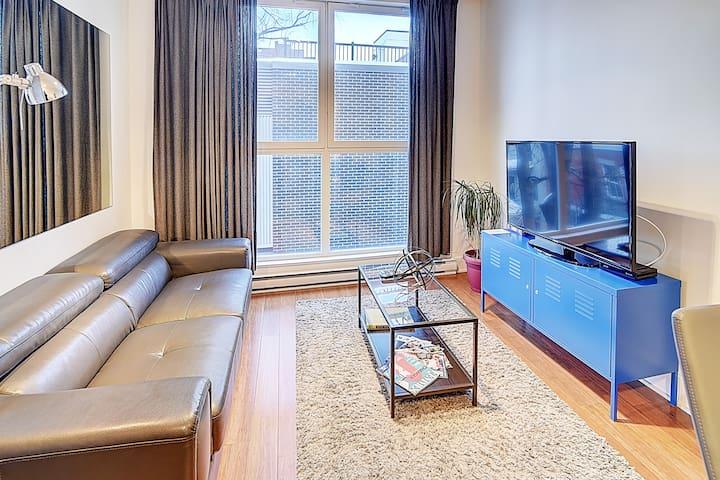 Quartier des spectacles #305- Studio Apartment
