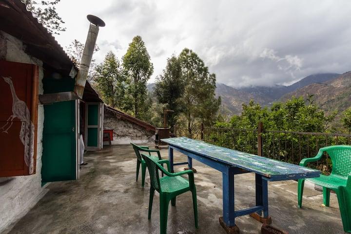 A Raj-era Heritage Cottage with amazing rooms