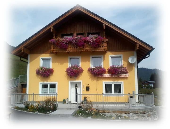Großzügiges Ferienhaus,Nähe Salzburg,in der Natur