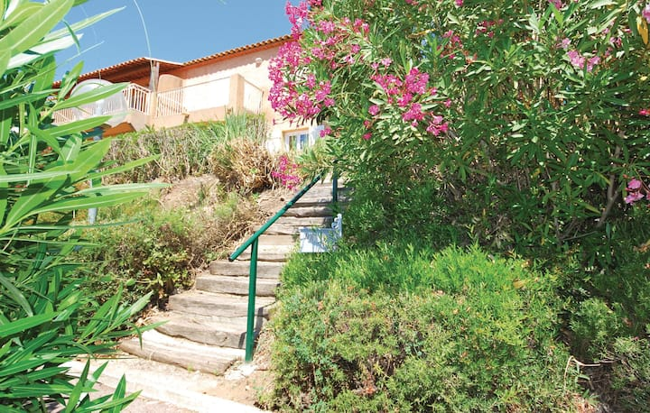 Holiday apartment with 2 bedrooms on 45m² in Les Issambres