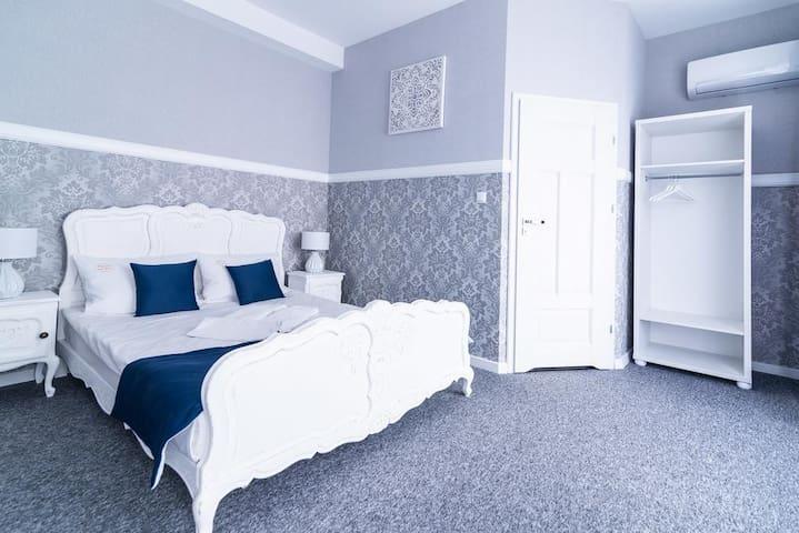 Premium - Bed & Breakfast No.3
