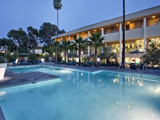 Luxury Universal City Studio