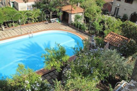 Depandance in villa storica con piscina privata - Mascalucia