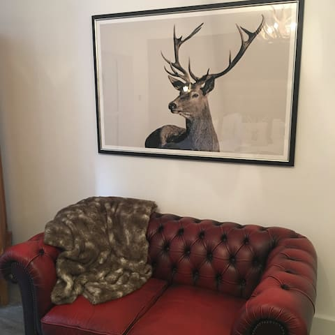 classic chesterfield sofa, luxe faux fur throw