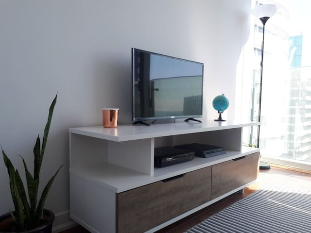 Bright and Clean Downtown Toronto Condo Bedroom