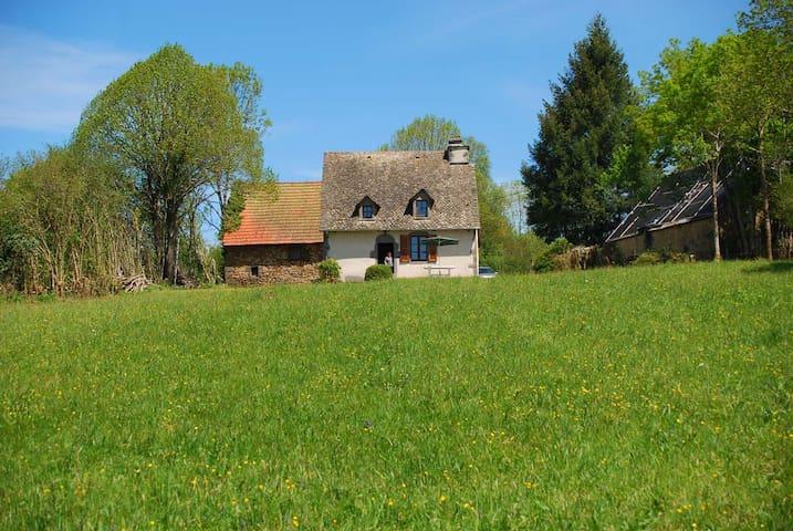 Maison au calme dans charmant village - Saint-Martin-Valmeroux