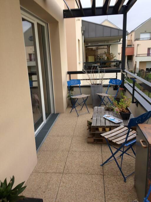 Appartement avec terrasse et chambre double appartements for Garage a louer orleans