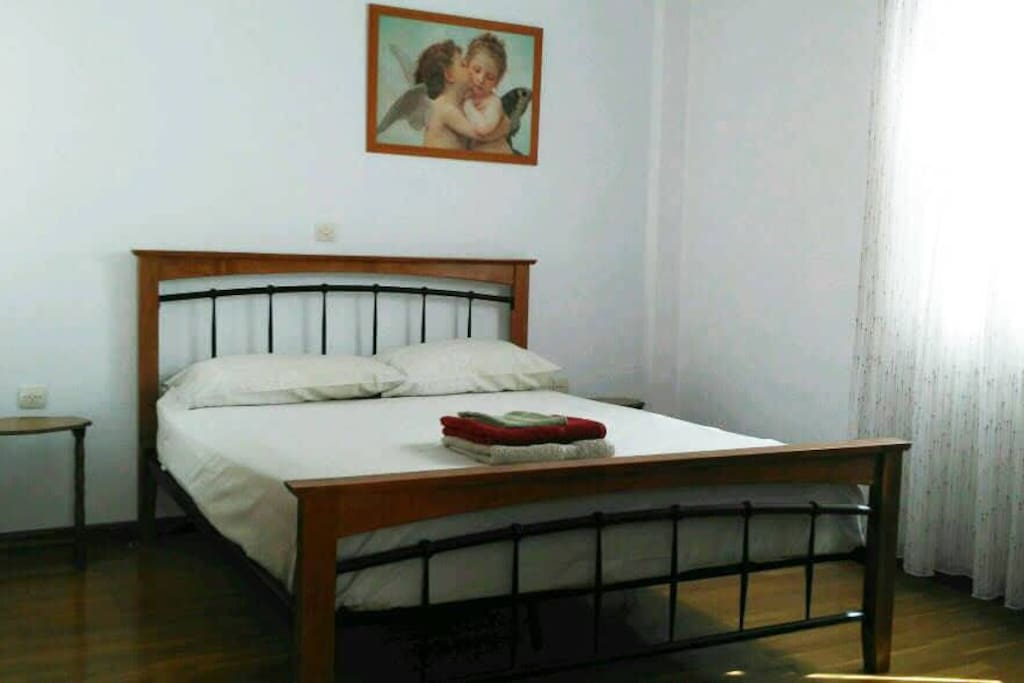 Queen bed, firm mattress