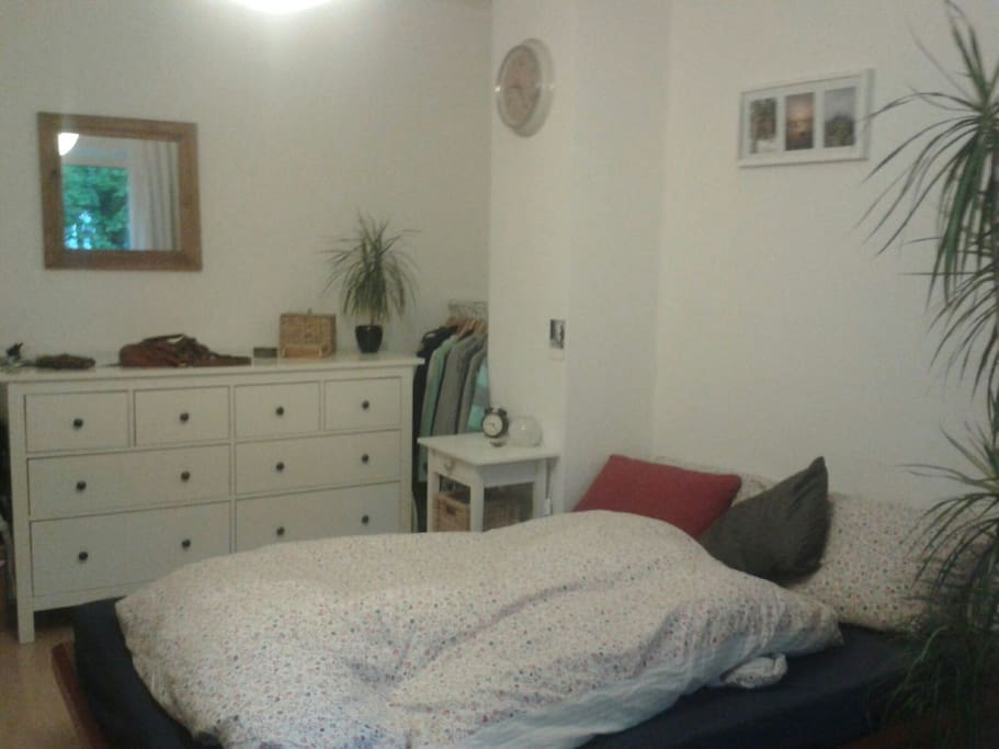 Schlafbereich in eurem Zimmer ( Bett 1,40m )
