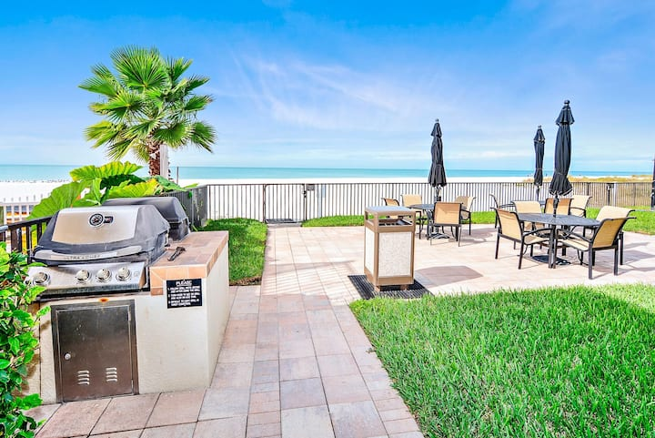 The Shores 103 Lovely Updates / Next to POOL / Beachfront Condo!