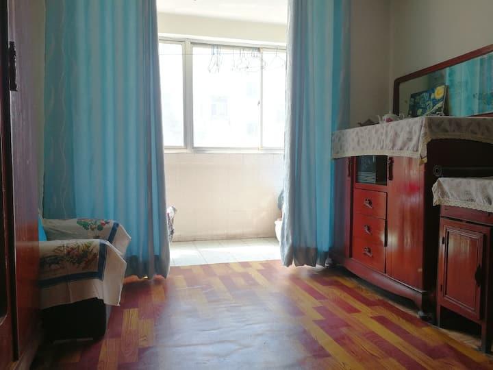 怀旧时光3室1厅(距万达400米)