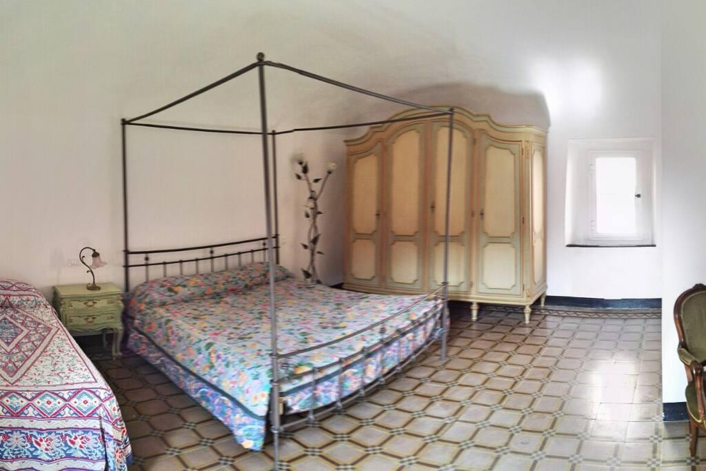 Camera matrimoniale con possibilità di terzo letto.