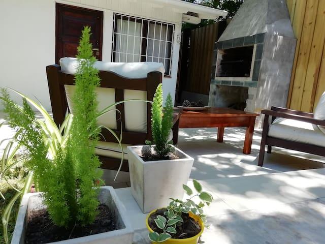 Noctiluca, casa con amplio jardín y parrilla.