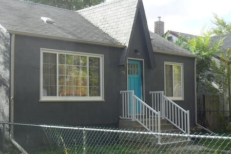 Charming Modernized 2 Bdrm House Perfectly Located