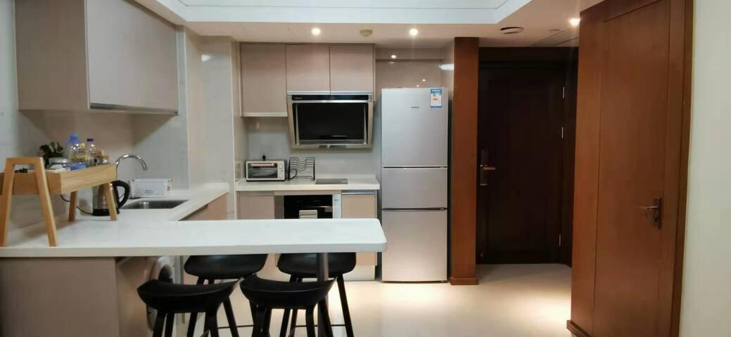 开放厨房及用餐区