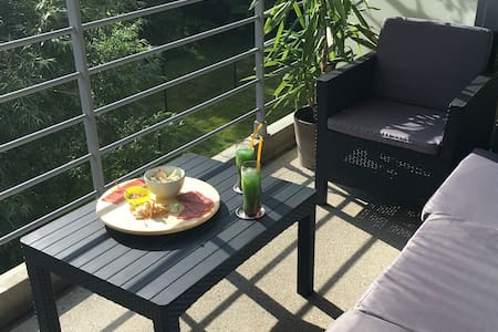 Cozy room + breakfast + parking! - Sint-Agatha-Berchem - Lägenhet
