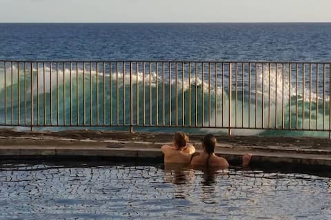 Oceanfront Hawaiian Gem Casa de Emdeko
