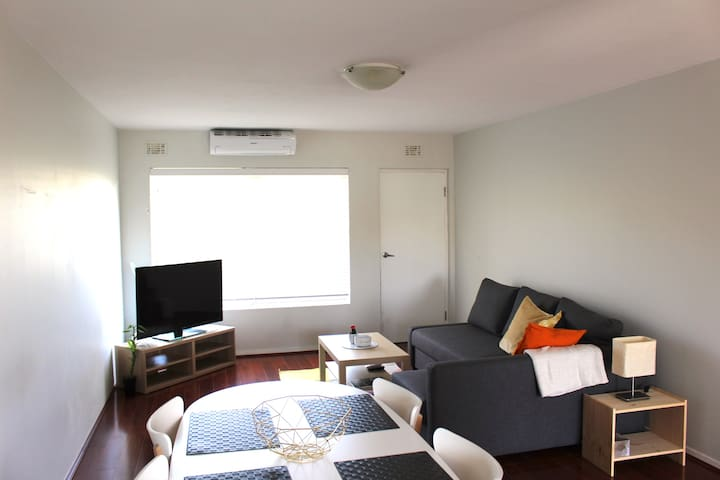 Everything you need on your Doorstep! - West Leederville - Appartement