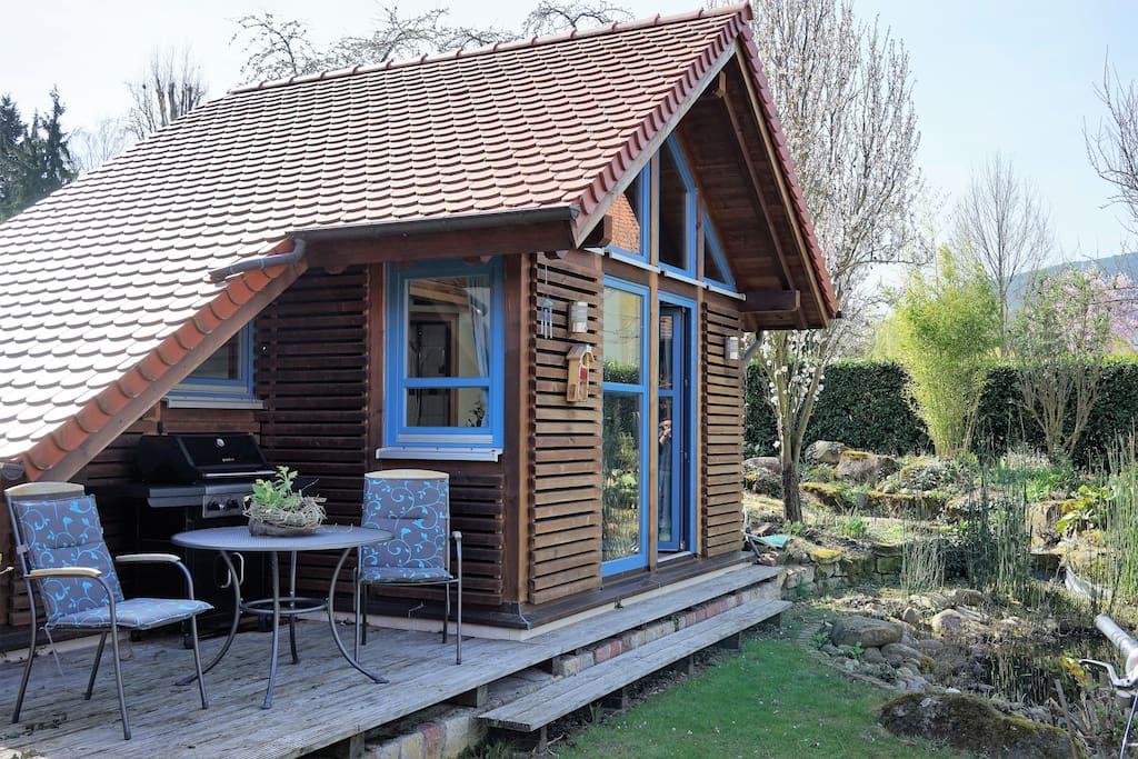 Terrasse mit Sitzmöglichkeit und großem Gasgrill (optional Frühstück 8€ p.P.)