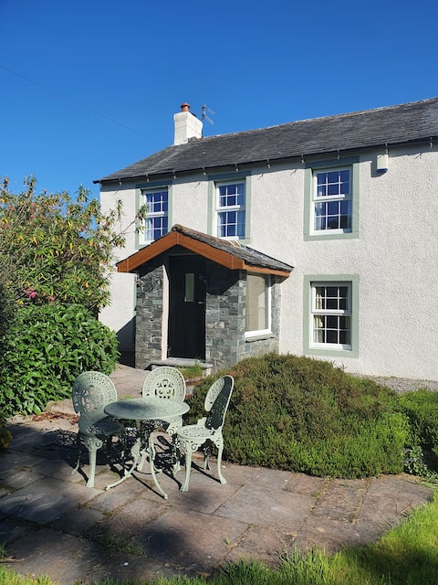 Cottage in ideal location to explore the Lakes