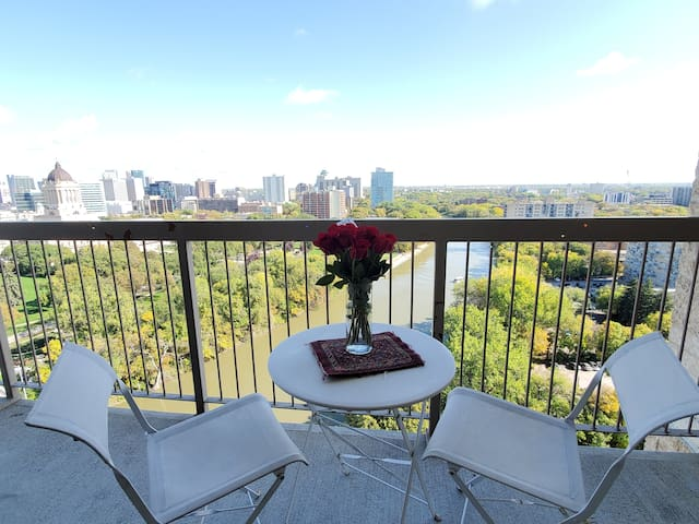 Beautiful/Cozy BR Offers Great Amenities & view
