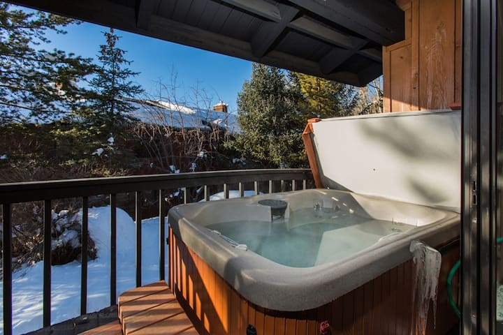 Pool, Private Hot Tub,  3-Suites,  A/C in MasterBR