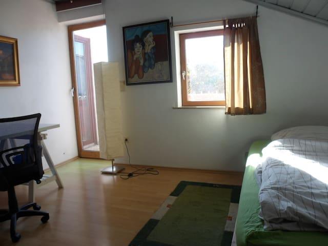 Zimmer Ingolstadt gute Busverbindung Audi + Stadt - Ingolstadt - House