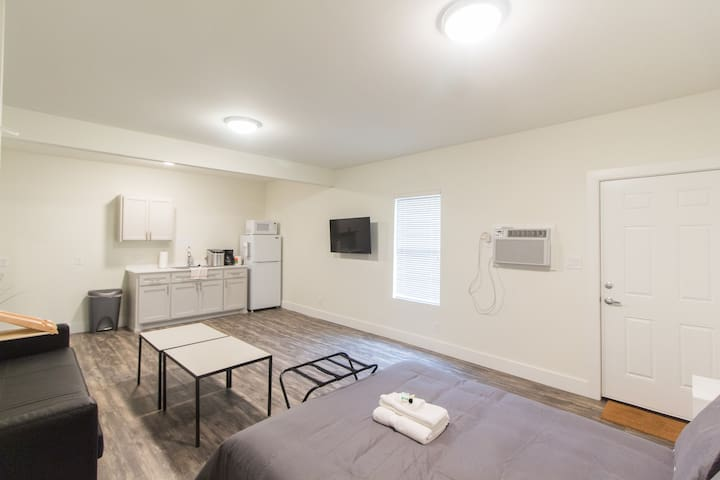 Unit B - Remodeled apartment- Bishop Arts District