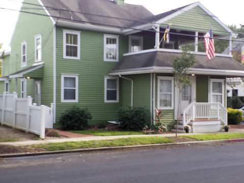 Great one bedroom apartment in Eastport