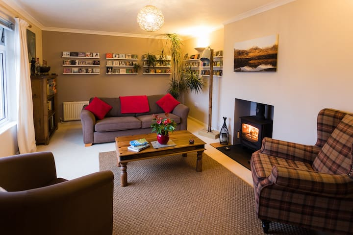 Treveryn Parc, bright and airy, village location.
