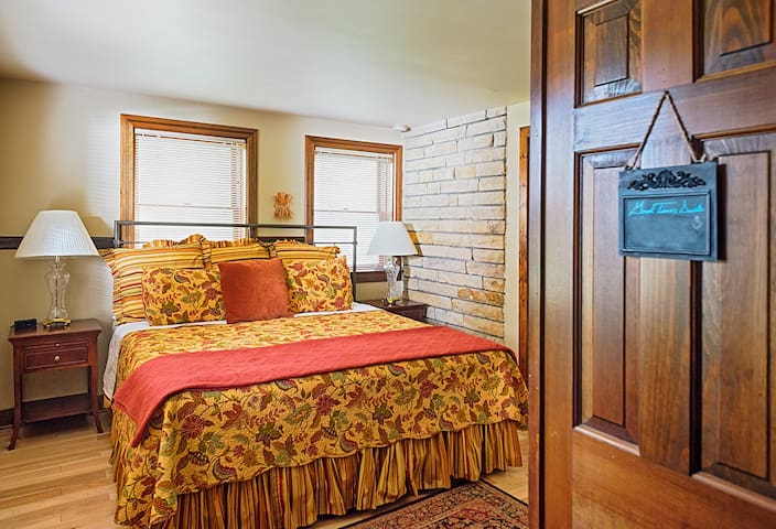 Good Times Suite - Beautiful Room & Great Location - Lawrence - Bed & Breakfast