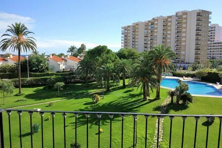 Fantástico apartamento junto al mar y zona verde.