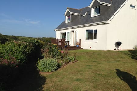 Top coastal Cottage near Padstow (8 guests, 1 dog) - Saint Merryn - Haus